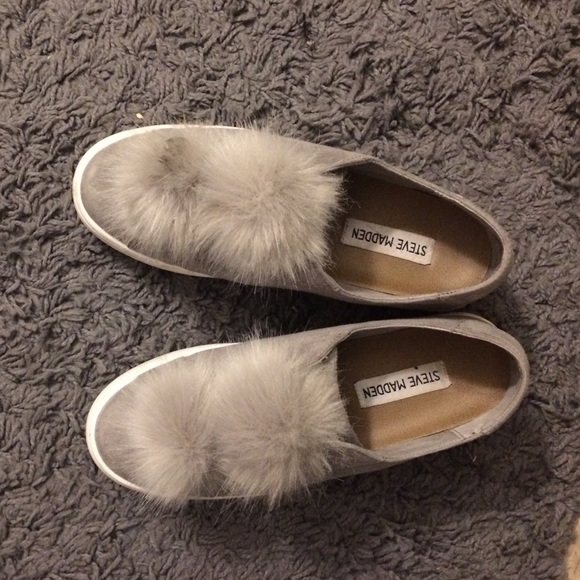 ee16843b073 Steve Madden Pom Pom women s Bryanne sneakers. M 587719bfeaf030fbbb045b7a.  Other Shoes ...
