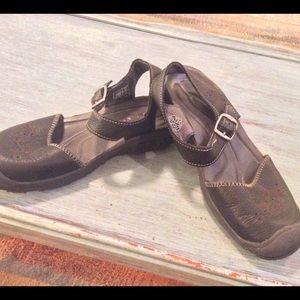 Keen Shoes - Keen size 6