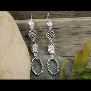 Jewelry - Dazzling clear Crystals and designer oval earrings