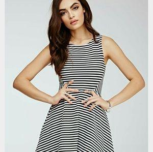 FOREVER 21- Black & White striped Dress (M) *NWOT*
