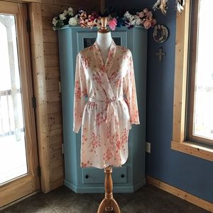Morgan Taylor Other - MORGAN TAYLOR ROBE. Brand NEW