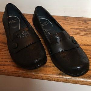 Dansko Shoes - Size 37 Dansko Black Shoes. Olena Crackle