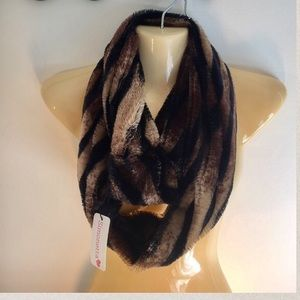 Simonetta Accessories - NEW Infinity Faux Super Soft Plush Scarf