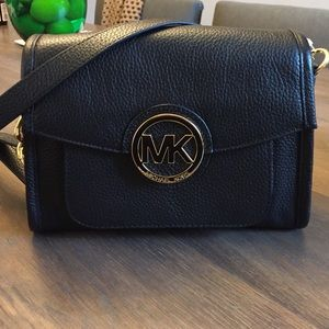 Michael Kors Handbags - Authentic Michael Kors Crossbody