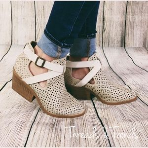 Threads & Trends Shoes - 🌸Lazer Pattern monochromatic Booties