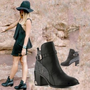 ⭐️HP⭐️Messeca NY Ankle Boots