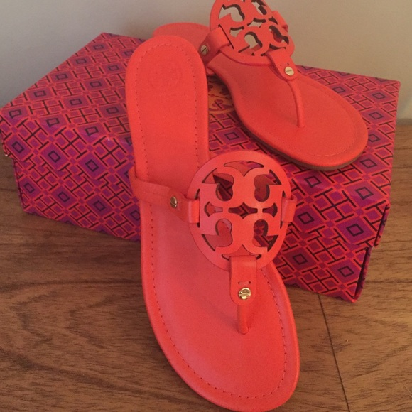 7eb2aa664a0506 Tory Miller logo sandals poppy red