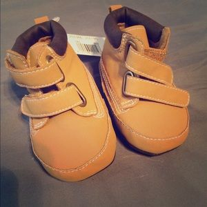 Other - NWT SZ 1 BABY BOOTIES BABIES R US