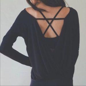 soshelbie Tops - 🌻Open back sweater 🌼