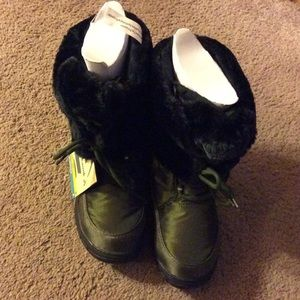 Kamik Shoes - Kamik Seattle Size 7 Winter Boots, new in box