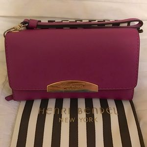 henri bendel Handbags - Henri Bendel WEST 57TH PHONE WRISTLET Wallet