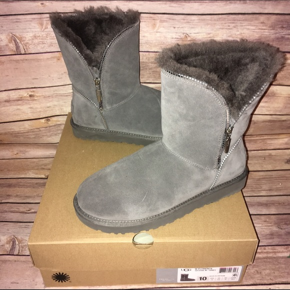 4eb52878d27 UGG Soft Gray Short Boots w/silver Zippers