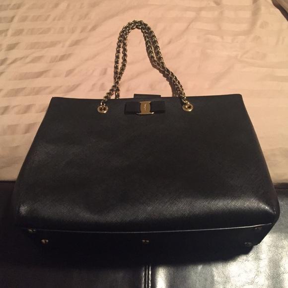 fcb8eea25189 Salvatore Ferragamo Nero Saffiano Leather Bag. M 587da0ca522b4594d910aaa2