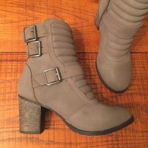 bamboo Shoes - $25 PRICE CUT ✂️✂️Grey Quilted Ankle Booties