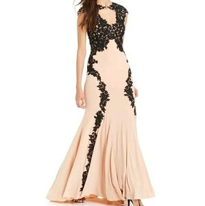 Betsy & Adam Dresses & Skirts - Betsy & Adam Lace Overlay Keyhole Applique Gown