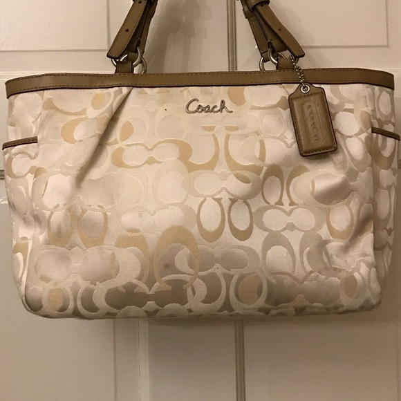 141972e2ccc Coach white and khaki logo printed shoulder bag