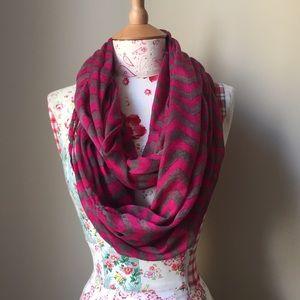 Accessories - Pink chevron infinite scarf 💖