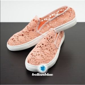 The ELSA embroidered slip ons - PEACH