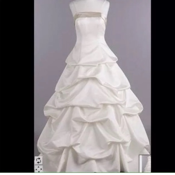 Davids Bridal Dresses Davids Bridal Ivory Satin Ball Gown Wedding