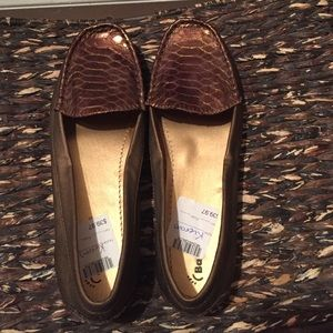Barefoot Dreams Shoes - NWT Barefoot Loafers