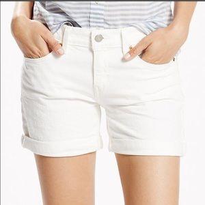 🎈Levi's Cuff Jean Shorts