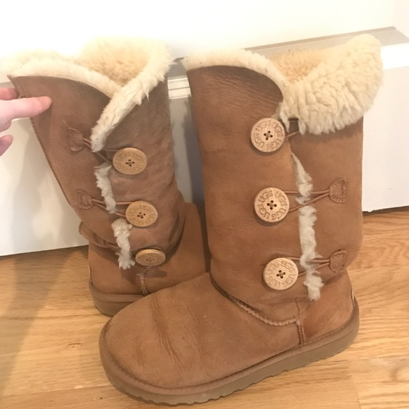 85f81205236 Used brown button up uggs size 7