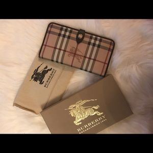 Sold ! Burberry wallet