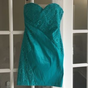 Romeo & Juliet Couture Strapless Lace Zipper Dress