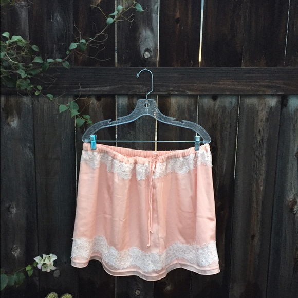 Banana Republic Dresses & Skirts - BANANA REPUBLIC Pink skirt with lace SZXL