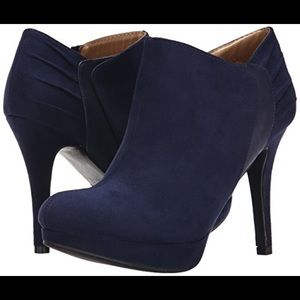 Report Shoes - Landa Navy Bootie with Black Detail