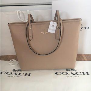 Coach Handbags - 💕coach tote beechwood/nude