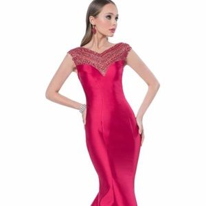 Terani Couture Dresses & Skirts - STUNNING Terani Couture Evening Gown in Cherry Red