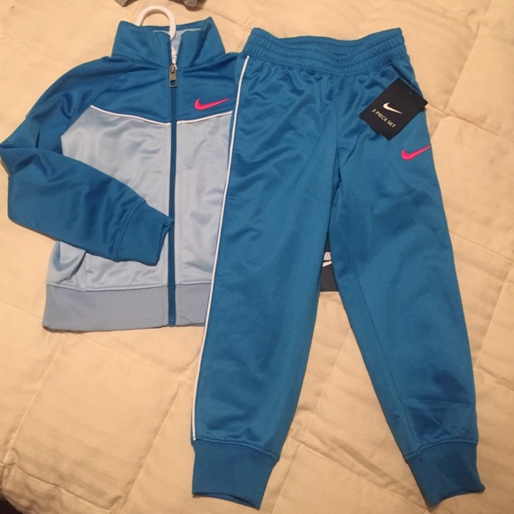 Girls Nike jogging suit