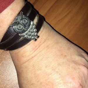 Leather and Owl 黎 wrap bracelet