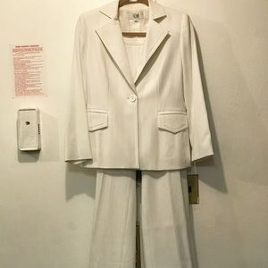 Le Suit Other - NWOT Tailored White Pinstripe Le Suit Pantsuit.