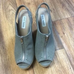 Steve Madden gray zipper peep toe wedges. size 10.