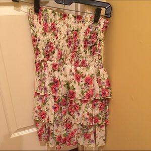 Tops - Strapless flower tunic