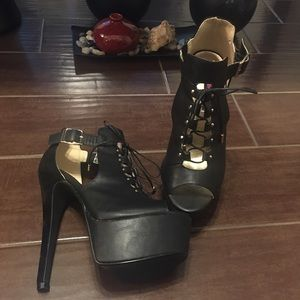 Dollhouse Shoes - Black Stunners
