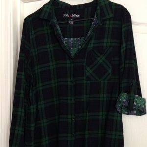 Polly & Esther Tops - Polly & Esther.Navy and green plaid flannel top –L