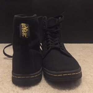 Doc Martens - canvas shoe (size 6)