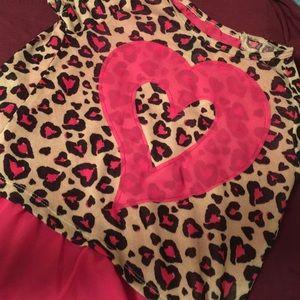Other - Girls leopard print heart top