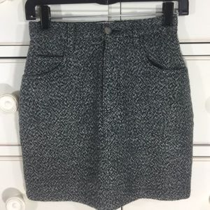 Thick woven skirt