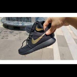 Women's Size 7 Custom Nike Roshe Run Shoes New
