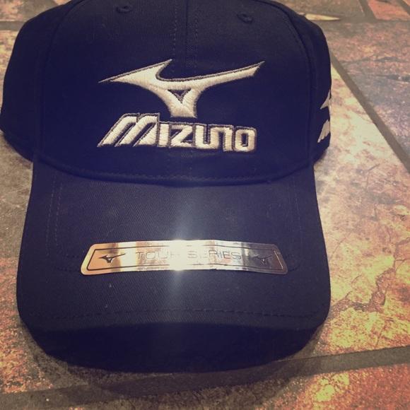 a5f3d2b9124 Mizuno Hat. M 587a6cc76a58302cb300f582