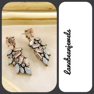 Jewelry - ❗SALE❗Stunning peach color earring!