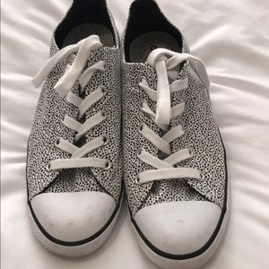 Converse low top size 9 women's.