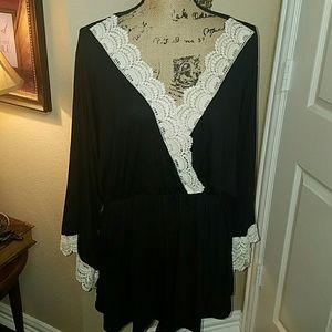 Bellino Clothing Tops - 🎈Day Sale🎈BELLINO BLACK WITH CREAM CROCHET