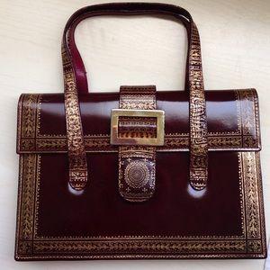 Handbags - 🎉HP-Vintage Moroccan leather burgundy purse