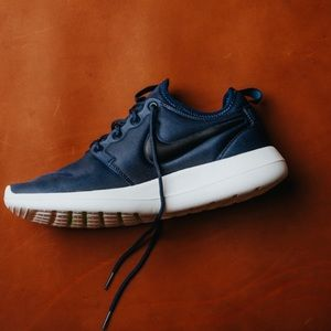 Nike Shoes - NWT Nike roshe two navy