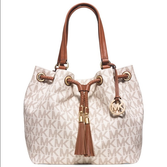 c723275472e18 Michael Kors Drawstring Tote - PERFECT CONDITION!!  M 587c3a062599fe301d03238a